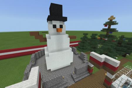 MinecraftSnowmanSculpture-2.png